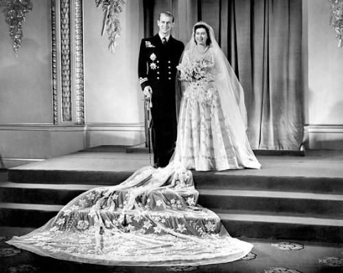 royal-wedding-dresses-queen-elizabeth-edinburgh-philip_35165_600x450